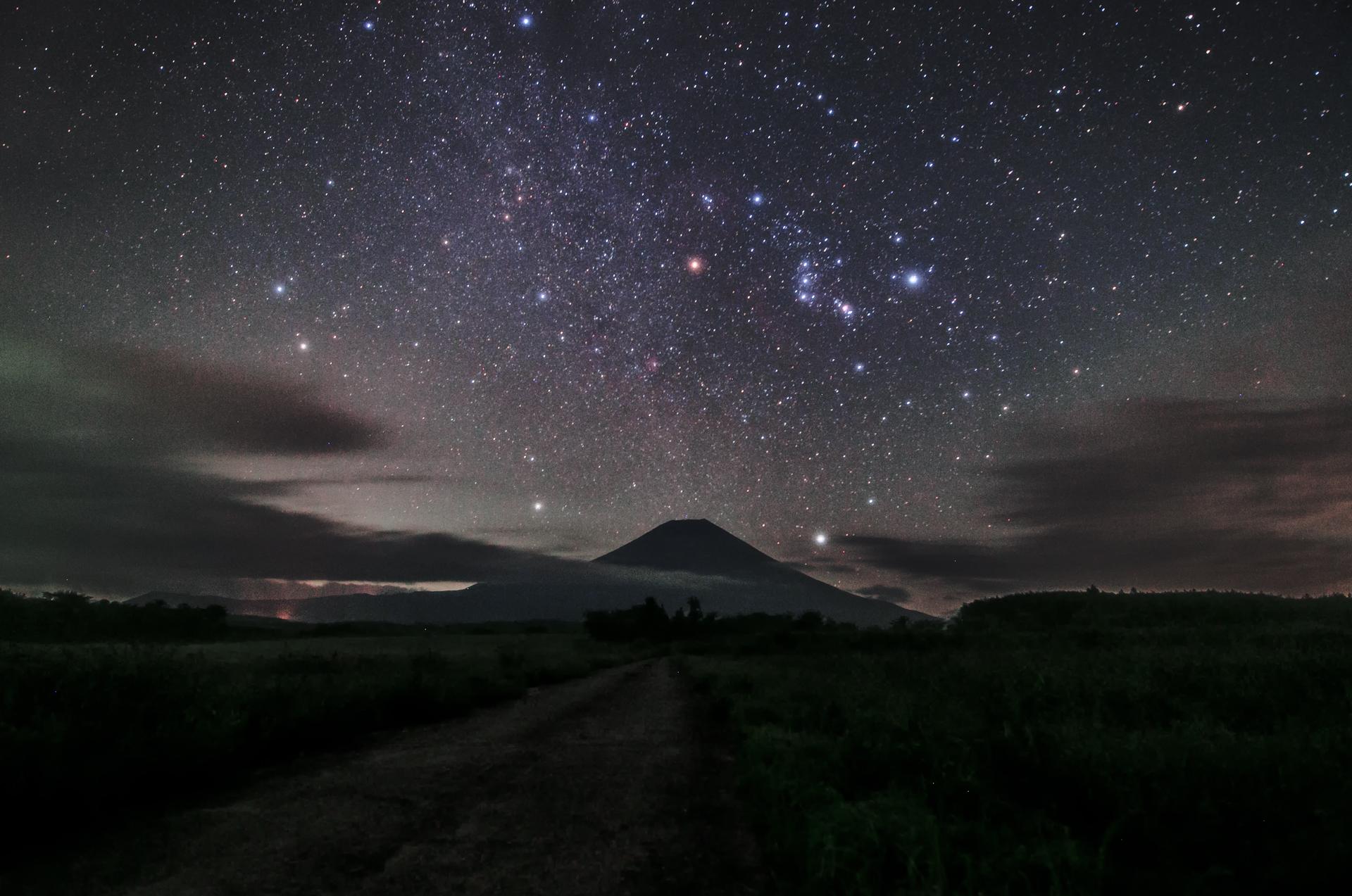富士山にオリオン座が似合う季節になりました