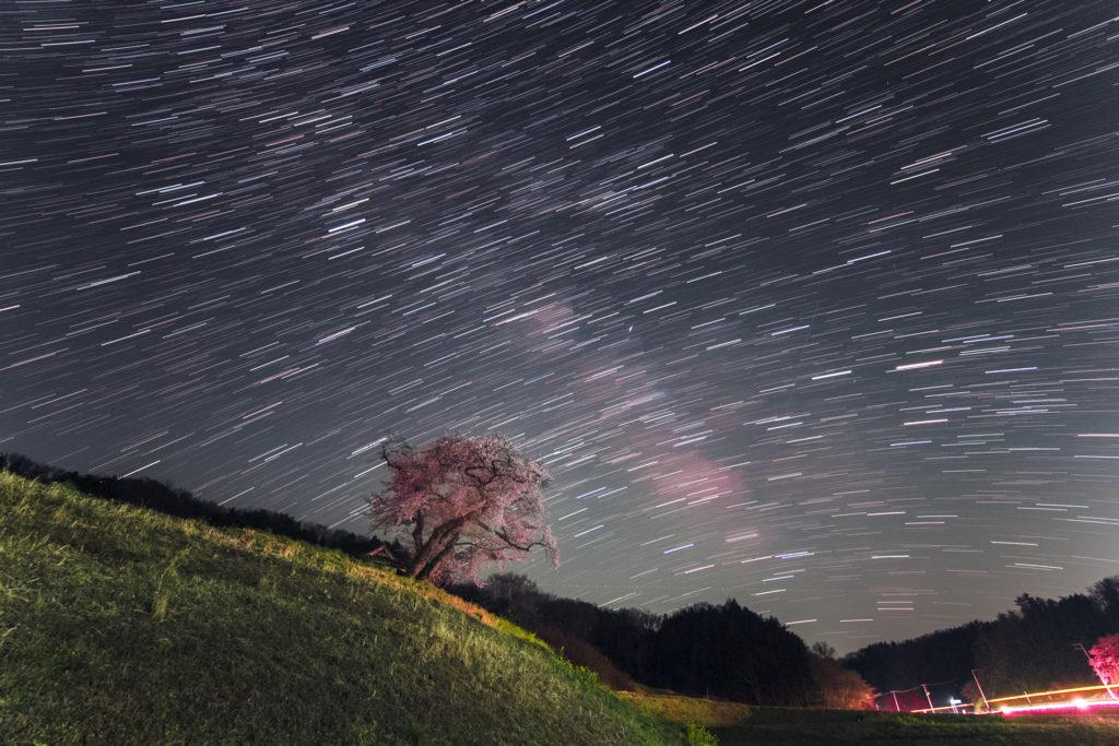 星の光跡と